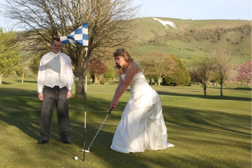 couple playing golf at wedding venue near to Westbury